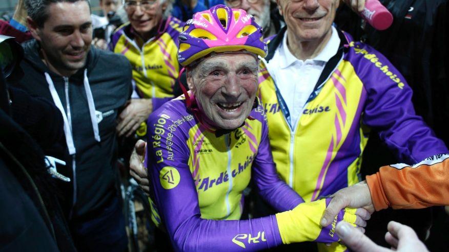 105-годишен французин гони нови рекорди с велосипеда