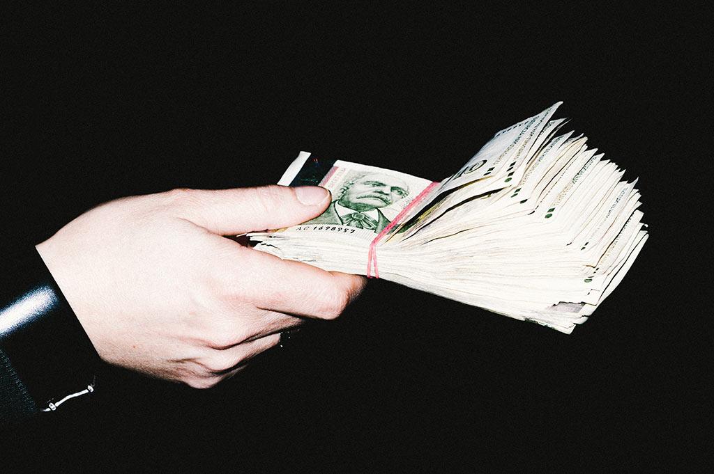 Политиката я правят политиците - хората на протеста просто си искат парите