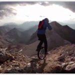Екстремният спортист Лутц Айхолтц иска да покори природата на едно колело
